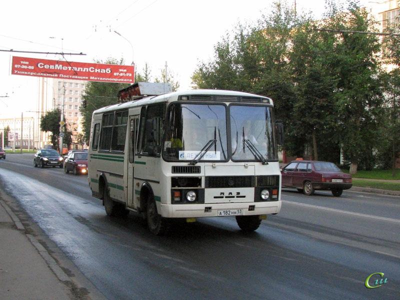 Великий Новгород. ПАЗ-32053 а182нн