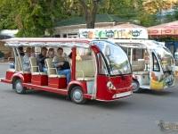 Одесса. Летние маршрутные такси, курсирующие по трассе Здоровья вдоль моря от пляжа Аркадия до пляжа Ланжерон, центральная аллея пляжа Аркадия
