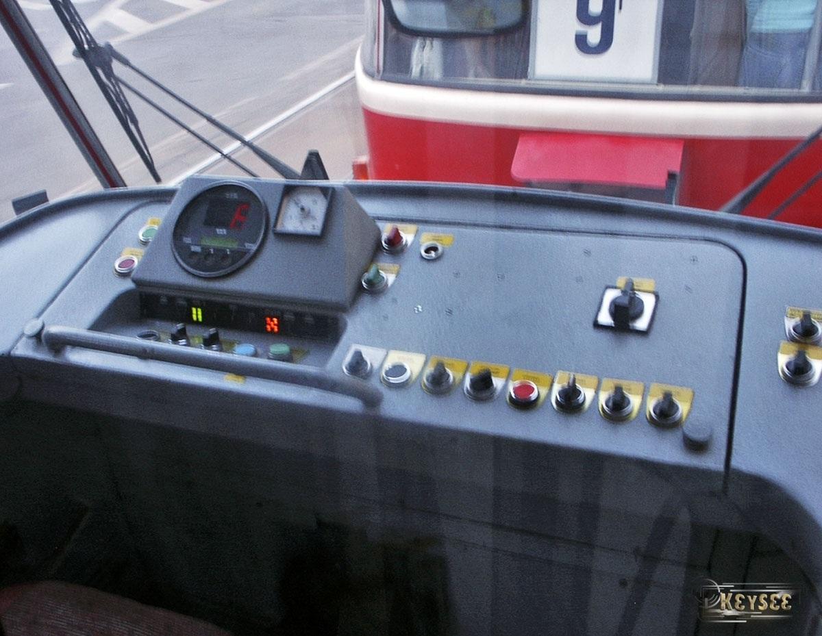 Прага. Пульт управления модернизированного вагона Tatra T3