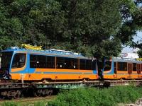 Таганрог. Состав с новыми трамваями 71-623-02 (КТМ-23) на конечной станции Завод Прибой