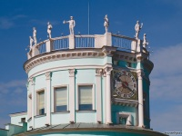 Нижний Новгород. Скульптурная композиция на крыше вокзала станции Родина детской железной дороги
