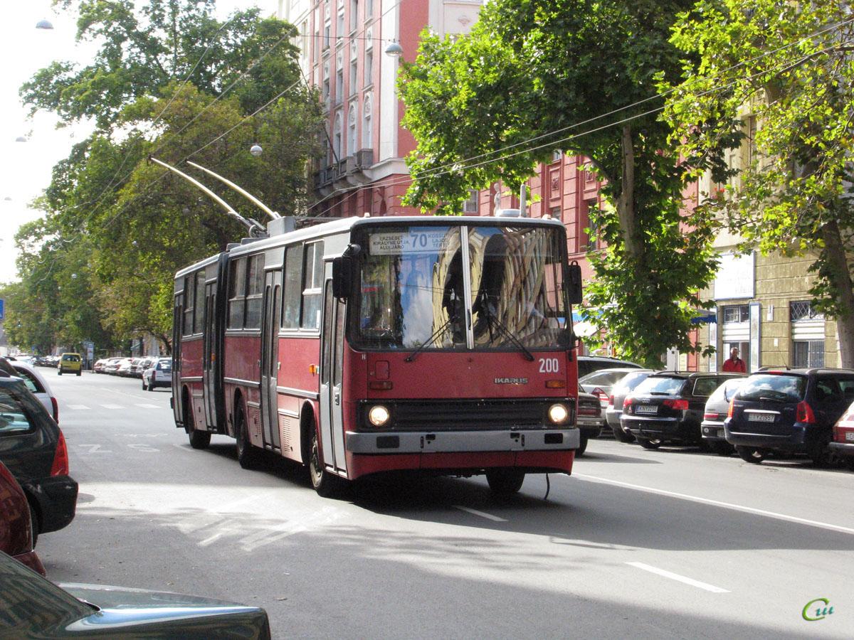 Будапешт. Ikarus 280.94 №200