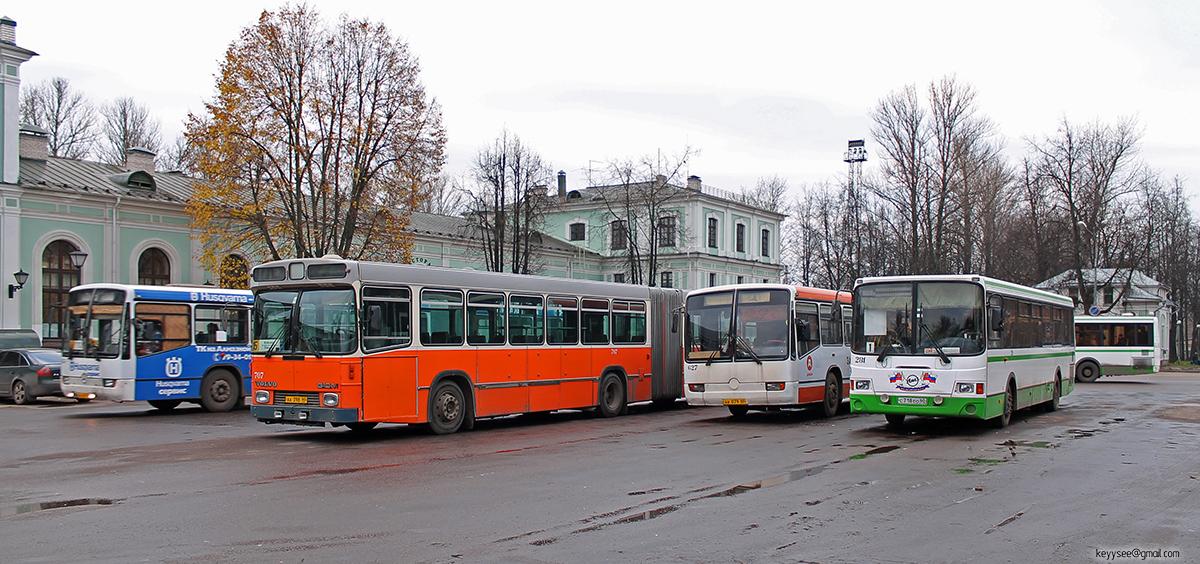 Псков. Hess (Volvo B10M-C) аа398, Mercedes O345 ав079, ЛиАЗ-5256.26 с718ео