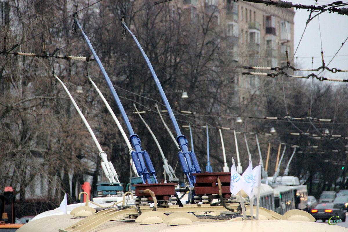 Москва. Рога участников парада к 80-летию московского троллейбуса