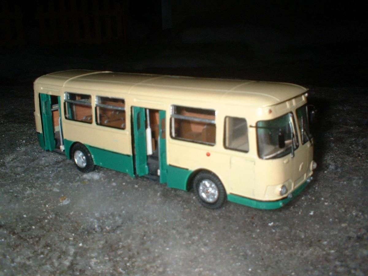 Санкт-Петербург. Модель автобуса КАвЗ-3100 «Сибирь»