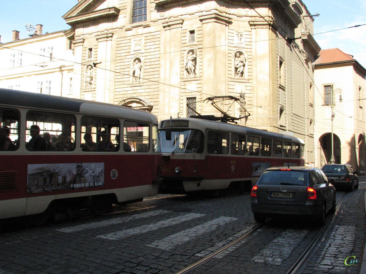 Прага. Tatra T3 №8242