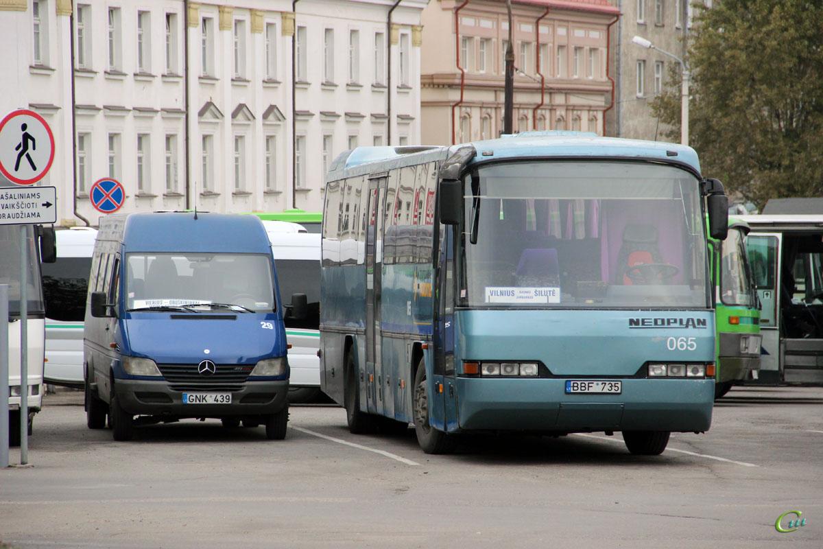 Вильнюс. Neoplan N316Ü Transliner BBF 735, Silwi (Mercedes Sprinter 411CDI) GNK 439