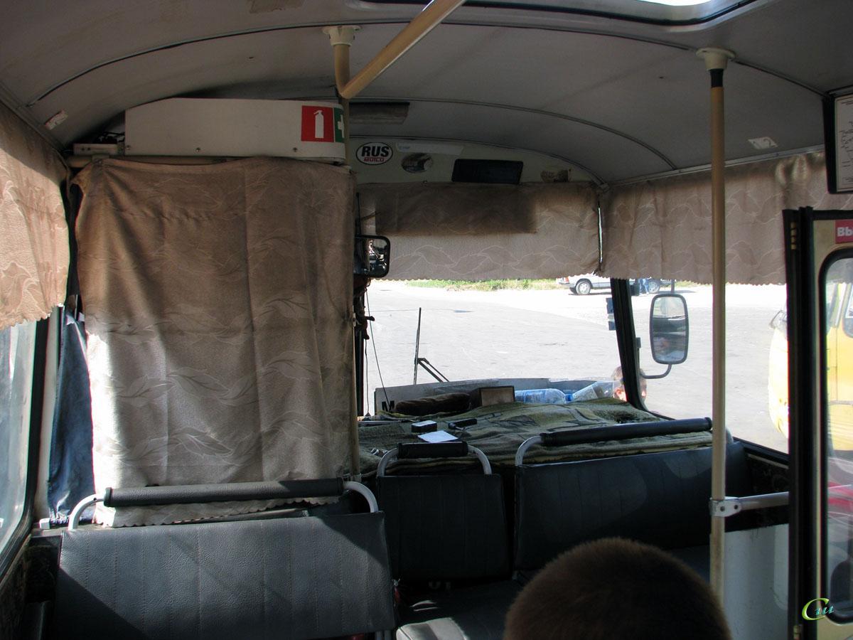 В бердянской маршрутке дебошир напал с огнетушителем на водителя (видео)