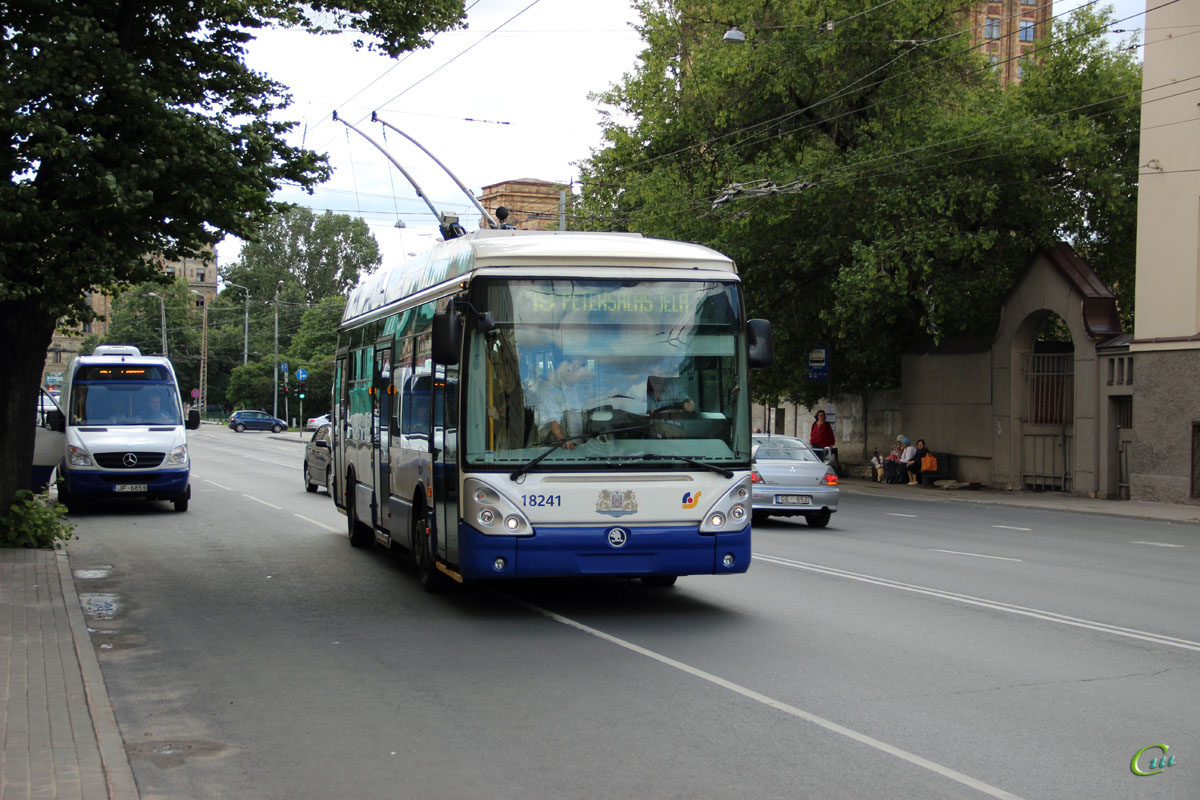Рига. Škoda 24Tr Irisbus №18241