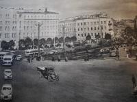 Санкт-Петербург. Троллейбусы МТБ-82Д на площади Восстания, фото из альбома Ленинград, 1956 год издания