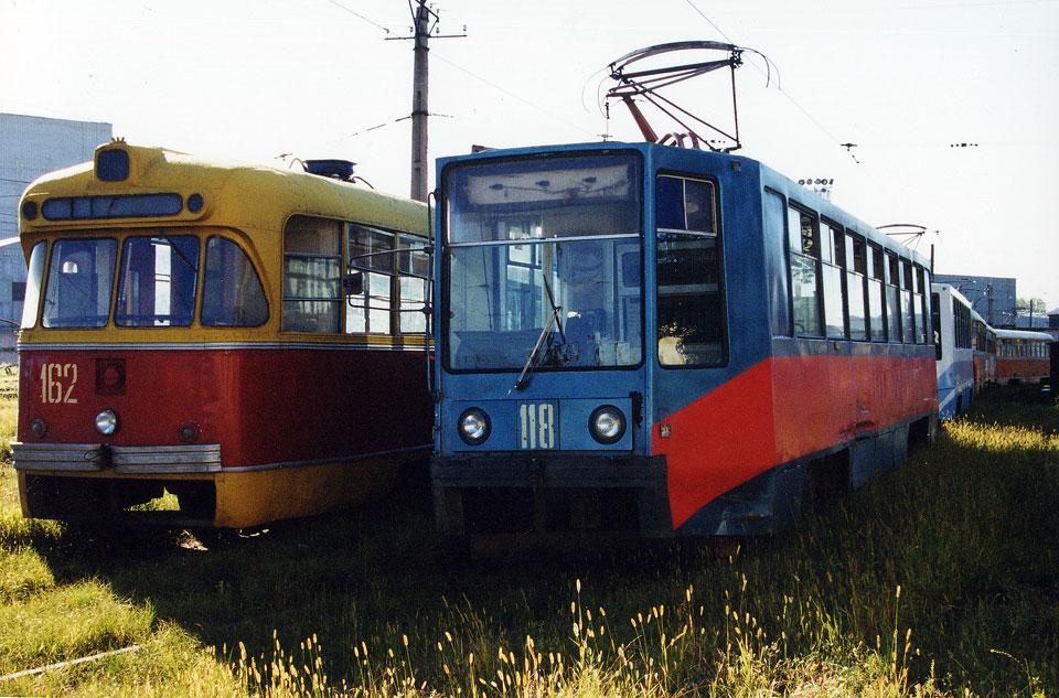 Хабаровск. РВЗ-6М2 №162, 71-608К (КТМ-8) №118