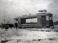 Грузовой трамвай X с прицепной платформой перевозит шлаки
