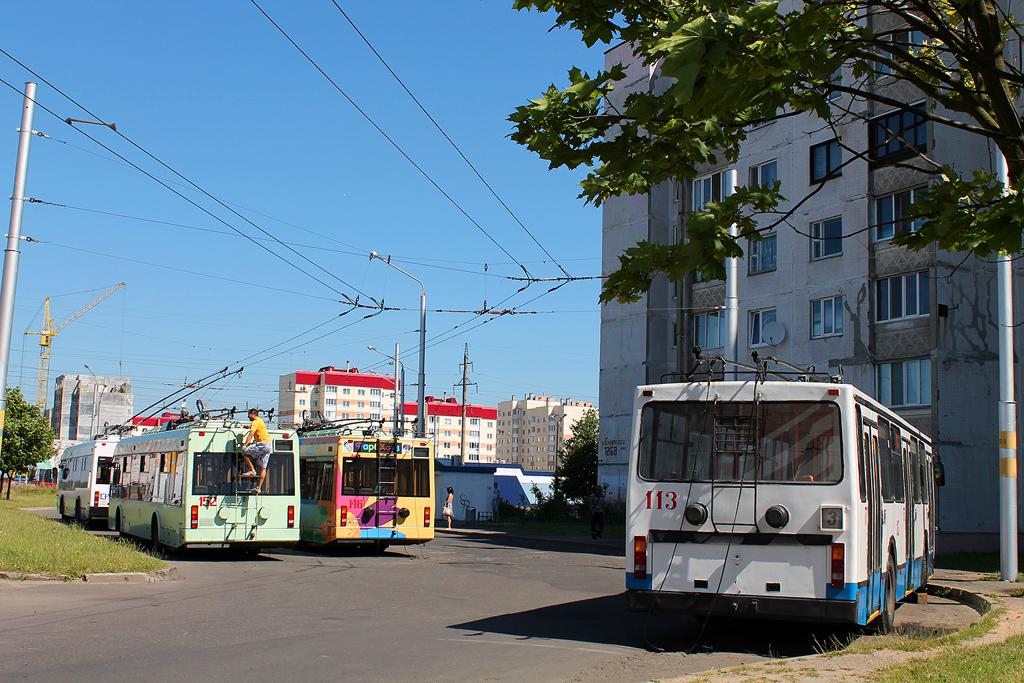 Бобруйск. АКСМ-201 №113, АКСМ-32102 №152