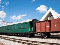 Санкт-Петербург. Поезд из вагонов времен Великой Отечественной войны (классный вагон 017 – 70023, вагон-теплушка 584032)
