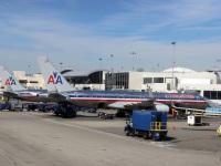 Лос-Анджелес. Самолеты Boeing 757 N688AA и N646AA авиакомпании American Airlines