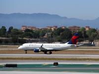 Лос-Анджелес. Самолет Embraer E-175 (N608CZ) авиакомпании Delta Connection