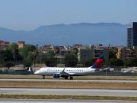 Лос-Анджелес. Самолет Embraer E-175 (N629CZ) авиакомпании Delta Connection
