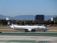 Лос-Анджелес. Самолет Boeing 737 (N586AS) авиакомпании Alaska Airlines