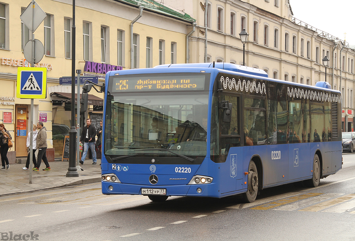 Москва. Mercedes-Benz O345 Conecto LF м112ур