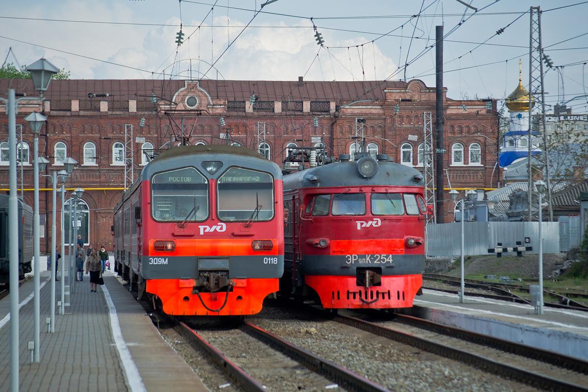 Таганрог. ЭР9ПК-254, ЭД9М-0118