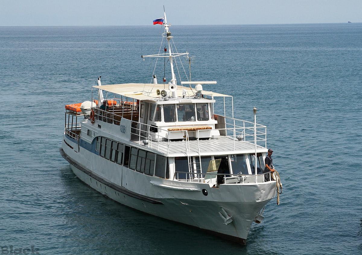 Крым. Пассажирский теплоход Азов