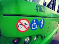 Наклейка с пиктограммами на передней маске автобуса