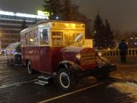 Минск. Копия автобуса ЗИС-8, использующаяся как сувенирная лавка в Верхнем городе, вид вечером