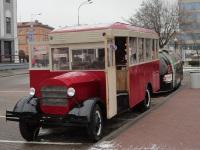 Минск. Копия автобуса ЗИС-8, использующаяся как сувенирная лавка в Верхнем городе, вид днем