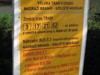 Прага. Плакат, сообщающий о временной замене трамвайных маршрутов 3, 17, 21, 52 на автобус X3