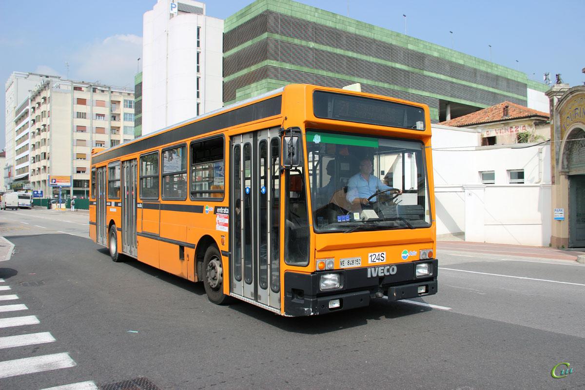 Венеция. Iveco 480 Turbocity VE 848152