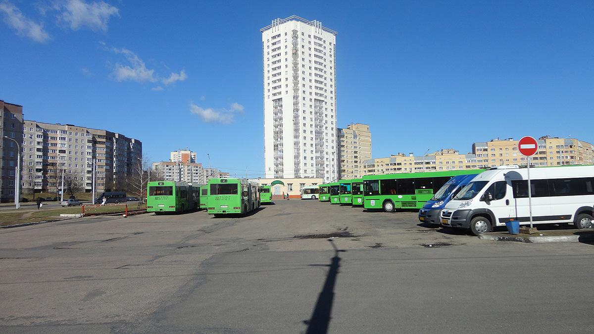 Минск. Общий вид на автобусную часть диспетчерской станции Ангарская-4