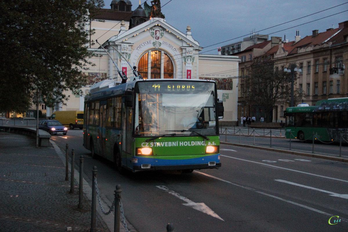 Пардубице. Škoda 21Tr №395