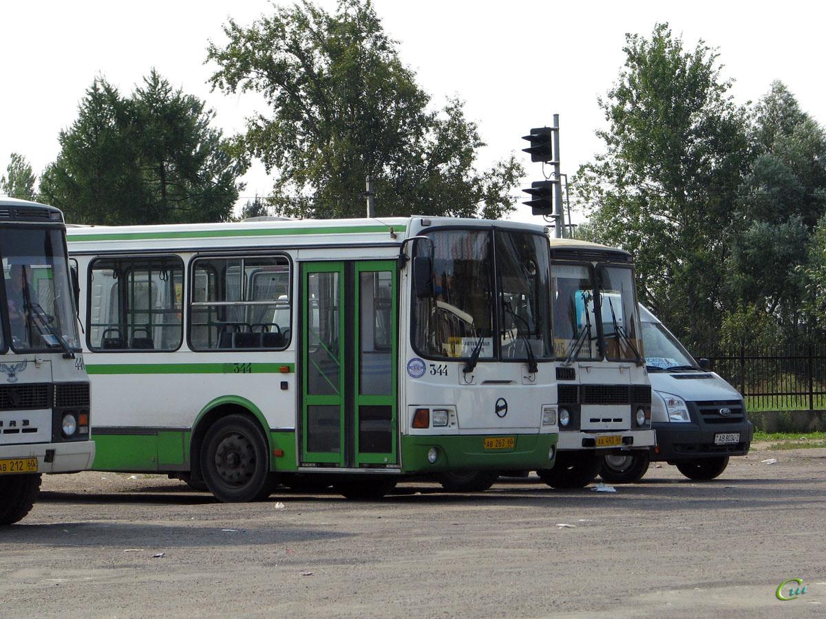 Псков. ЛиАЗ-5256.25 ав263, ПАЗ-3205-110 аа493, Ford Transit AB8034-2