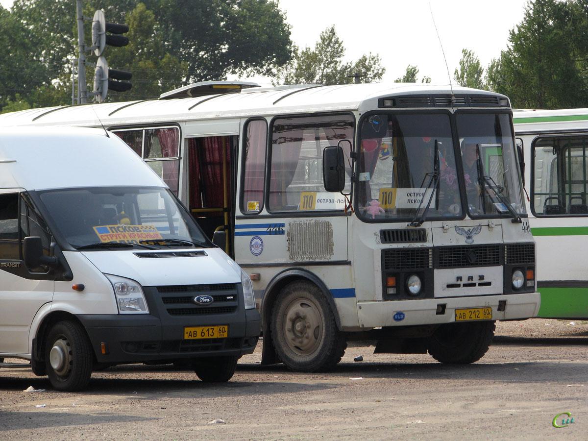 Псков. ПАЗ-32053 ав212, Ford Transit ав613