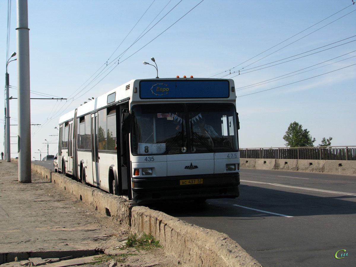 Великий Новгород. МАЗ-105.060 ас437