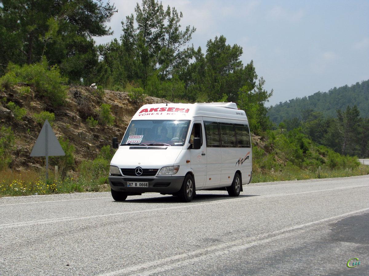Анталья. Mercedes Sprinter 07 B 0668