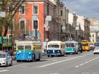 Санкт-Петербург. Колонна ретро-парада движется по городу к месту стоянки