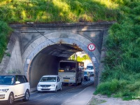 Трамвайный тоннель под железной дорогой, рельсы не в однопутную колею, а идут рядом