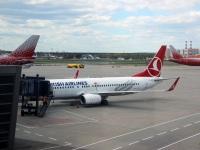 Москва. Самолет Boeing 737-800 (TC-JGZ) авиакомпании Turkish Airlines