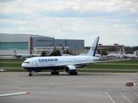 Москва. Самолет Boeing 777 (VP-BLA) авиакомпании Россия (в ливрее авиакомпании Orenair)