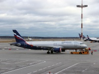 Москва. Самолет Airbus A320 (VQ-BAY) С