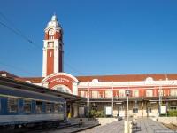 Варна. Здание железнодорожного вокзала со стороны путей