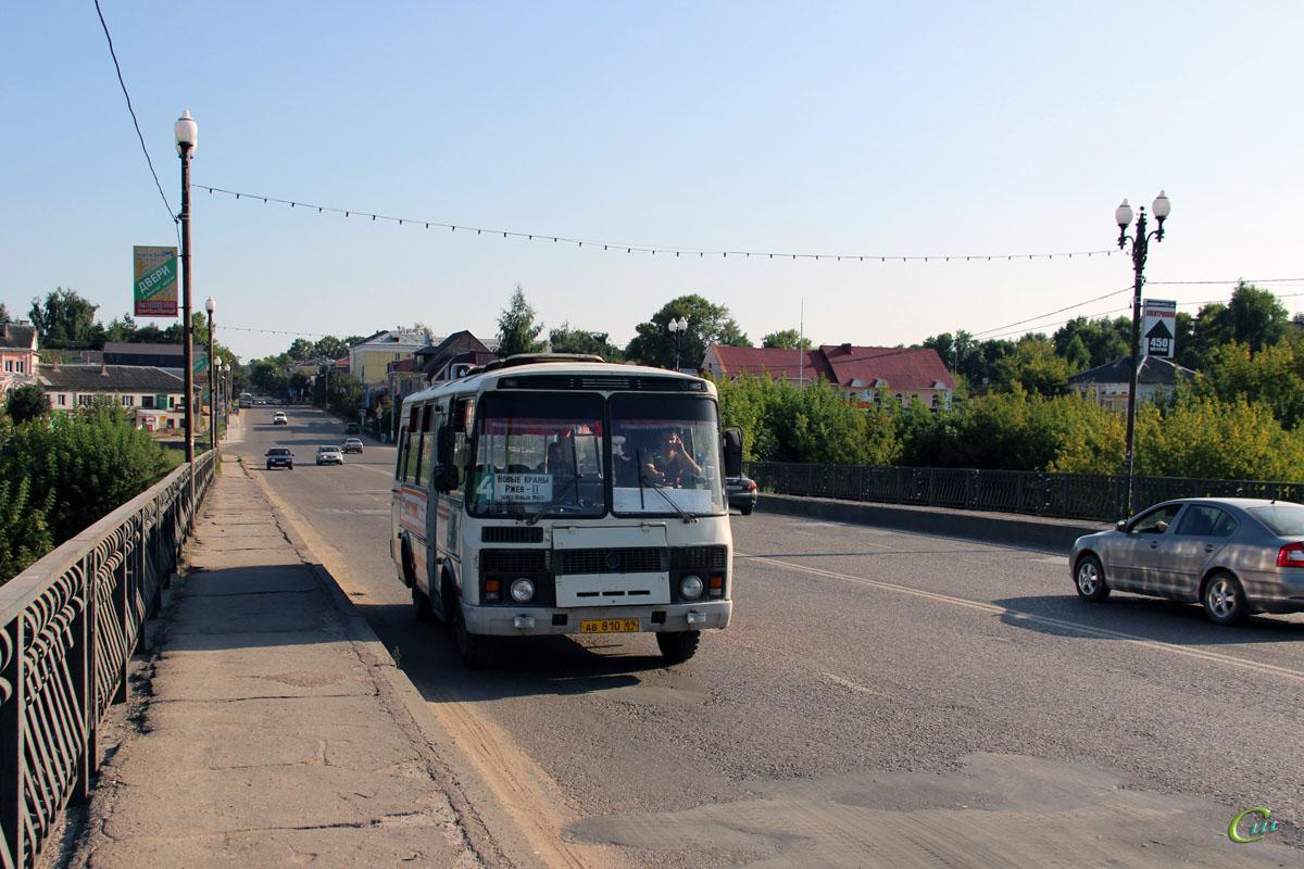 Ржев. ПАЗ-3205 ав810