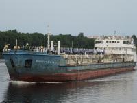 Санкт-Петербург. Нефтеналивной танкер Волгонефть-32
