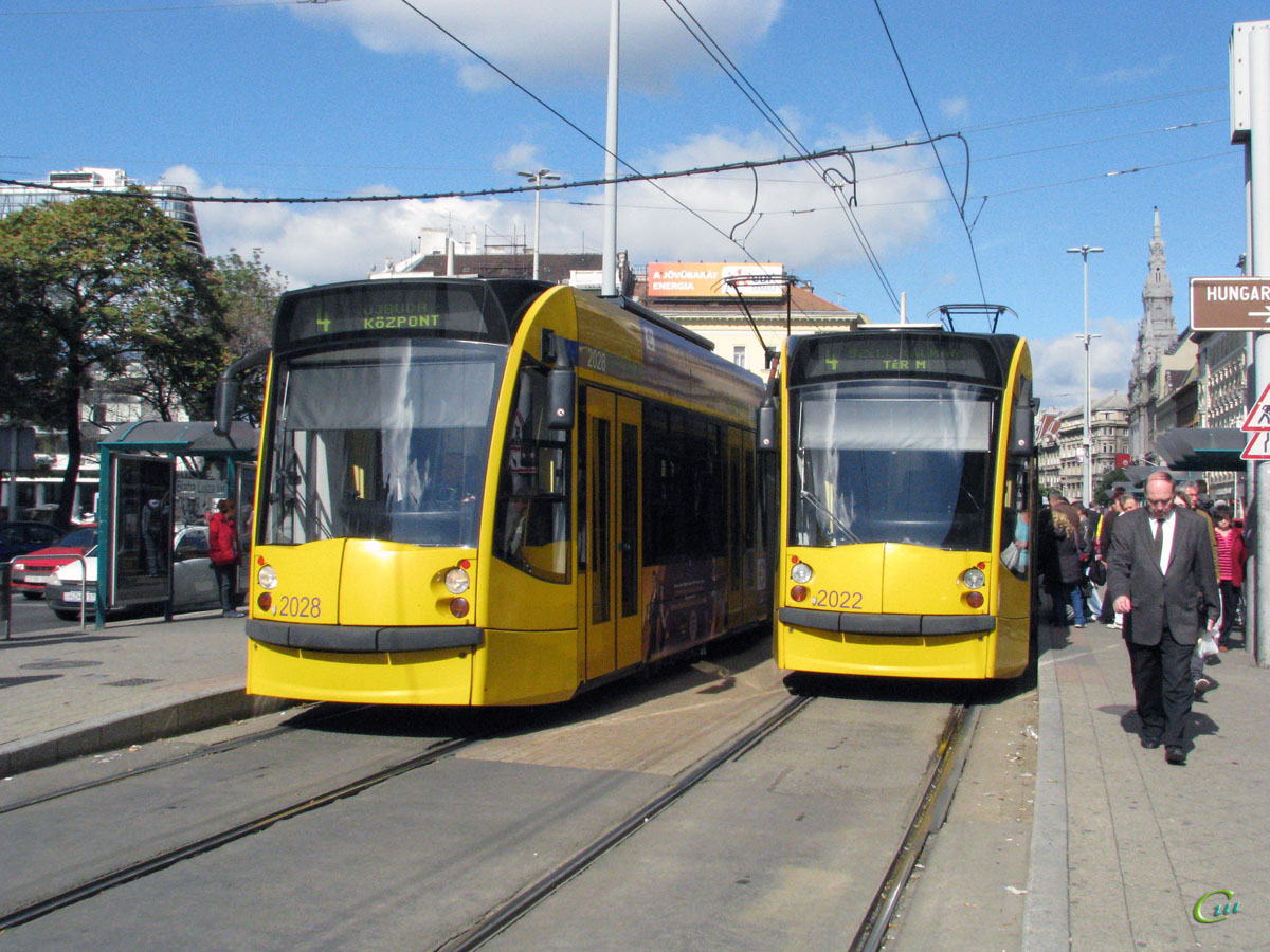 Будапешт. Siemens Combino Supra NF12B №2028, Siemens Combino Supra NF12B №2022
