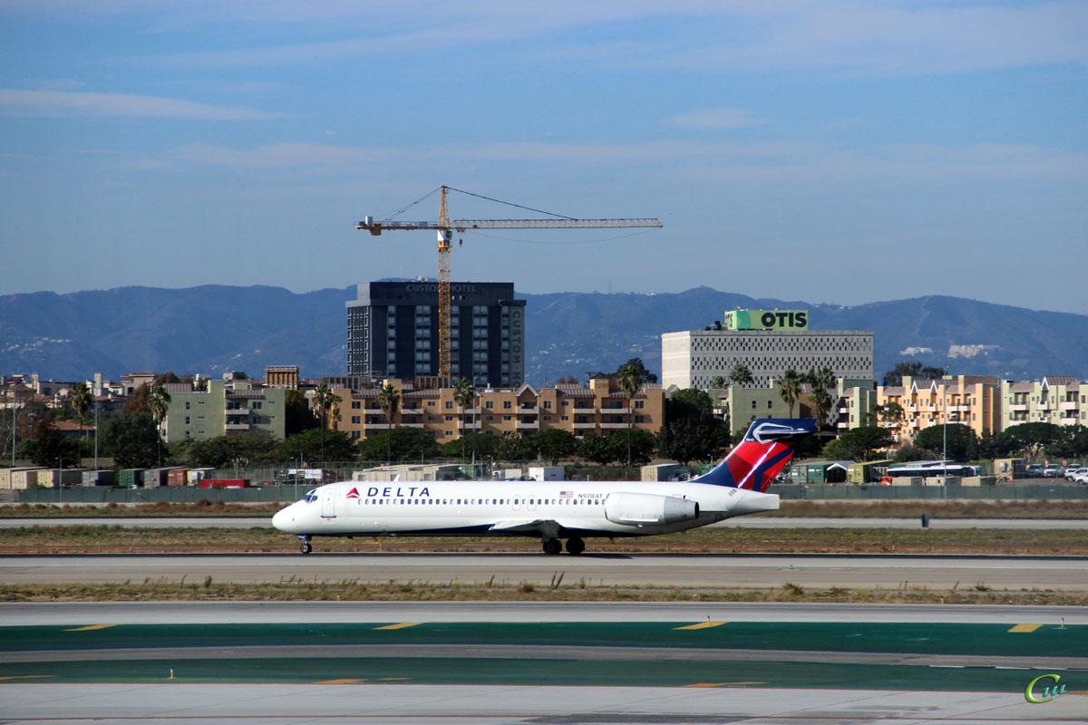 Лос-Анджелес. Самолет Boeing 717 (N978AT) авиакомпании Delta Air Lines