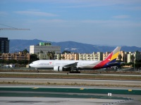 Лос-Анджелес. Самолет Boeing 777 (HL7739) авиакомпании Asiana Airlines