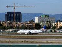Лос-Анджелес. Самолет Embraer E-175 (N107SY) авиакомпании SkyWest Airlines (работает под брендом United Express)
