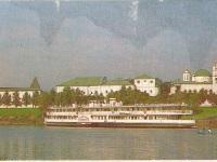 Ярославль. Теплоход на фоне Спасо-Преображенского монастыря