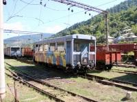 Боржоми. Пассажирский (№ 033) и грузовые вагоны, используемые на узкоколейной линии Боржоми - Бакуриани